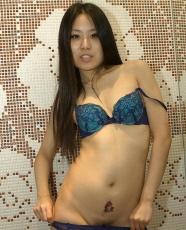 Sexy korean chick posing naked